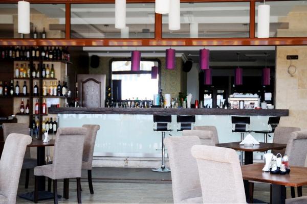 Selena_hotel_bar2